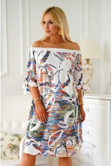 biała sukienka z kolorowym wzorem