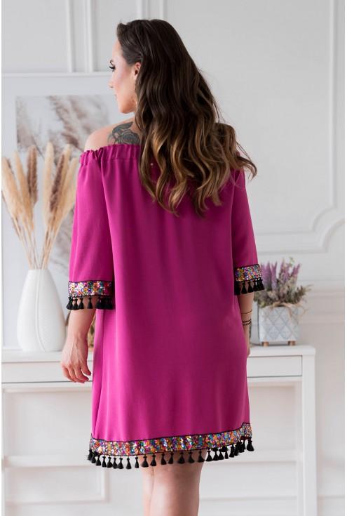 Tył amarantowej sukienki hiszpanki w dużych rozmiarach