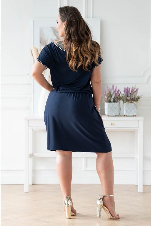Tył eleganckiej granatowej sukienki plus size xxl