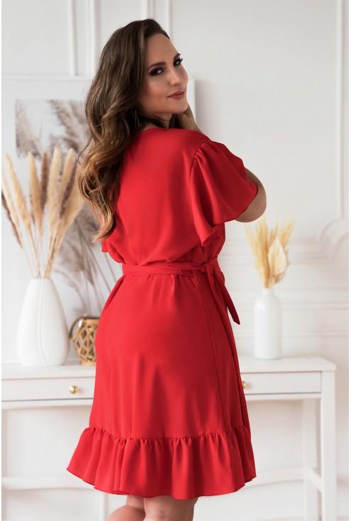 Bok czerwonej zjawiskowej sukienki plus size