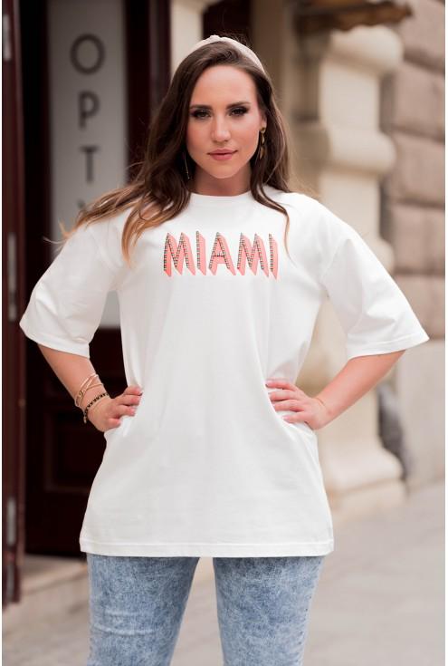 Biała bluzka z napisem dla kobiet plus size