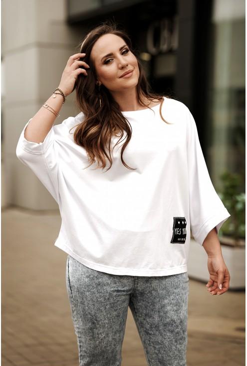 Biała bluzka plus size kimono z czarną naszywką - Sanvi