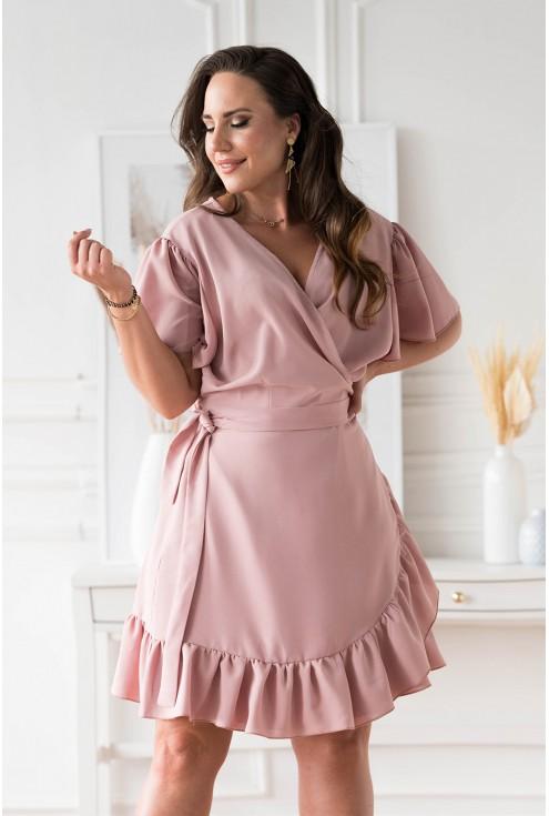 pudrowa sukienka z wiązaniem w pasie