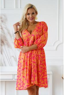 Różowa sukienka w pomarańczowe liście