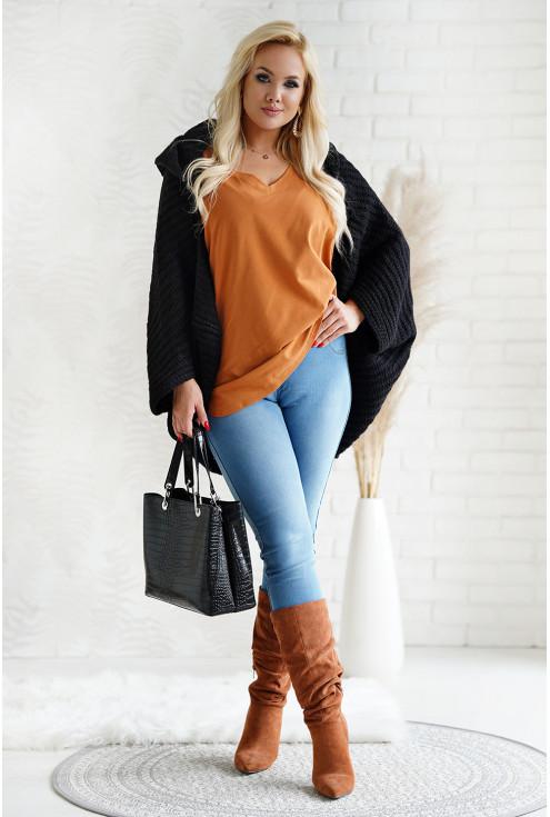 Czarny sweter z obniżoną linią ramion