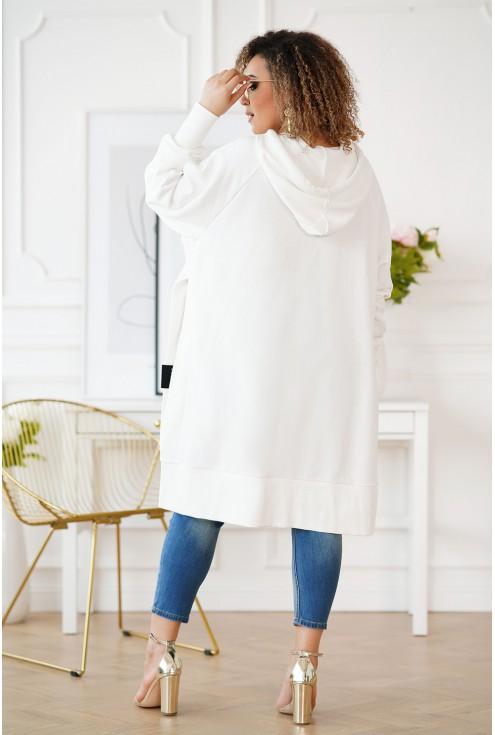 biała bluza z rozcięciem po bokach