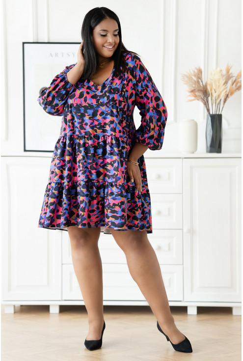 Granatowa sukienka w kolorowy wzór