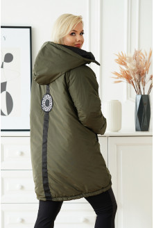 kurtka z ozdobną naszywką na plecach