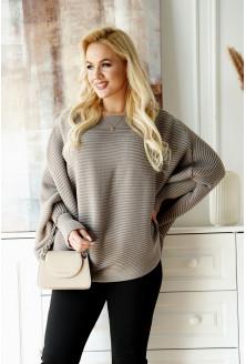 Brązowy sweterek z poziomym splotem
