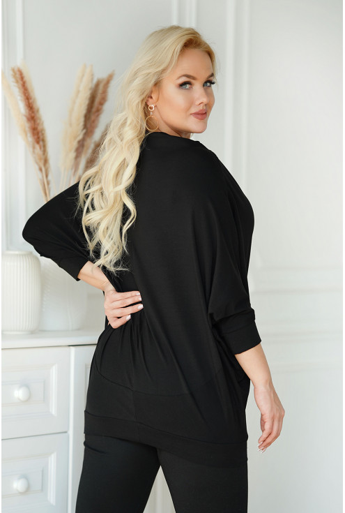 tył czarnej bluzki plus size